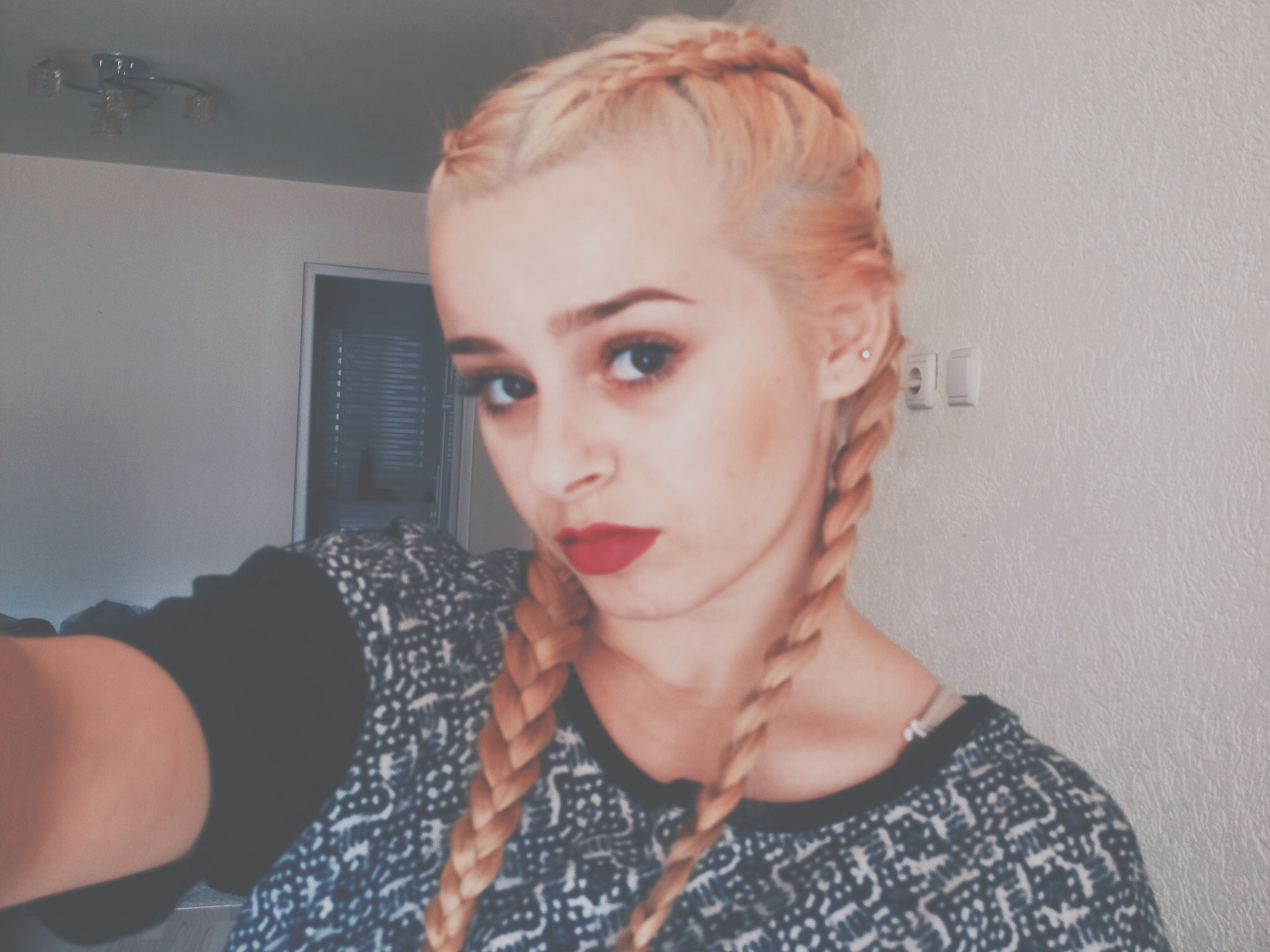 braids vscocam vsco girl red lips